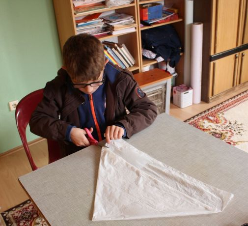 Kosovo: A young survivor of abuse discovers science for the first time, and creates a parachute. More Info