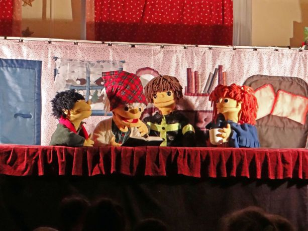 Hungary: The puppet characters read the Bible in OM Hungarys 2016 traveling Christmas show, part of the teams annual outreach to children. More Info