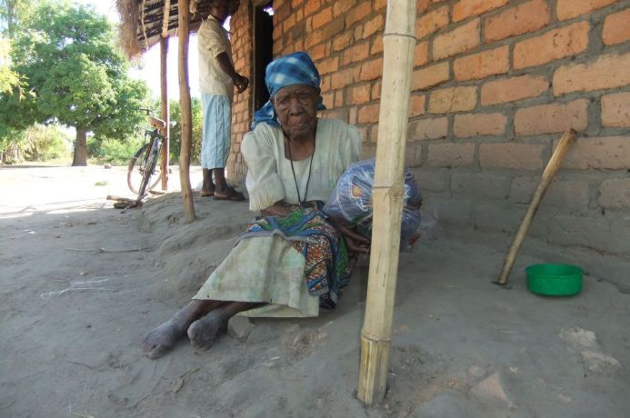 Malawi: Blankets distributed to the elderly during the cold months.  They are also recipients of maize More Info
