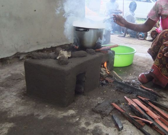 Malawi: Clay Oven demonstrated during Foundation for Farming training More Info