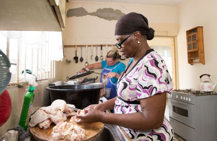 Antigua & Barbuda: St. Johns, Antigua and Barbuda :: Lynne Dubell (UK, left) helps Carol prepare lunch at a soup kitchen outreach. More Info