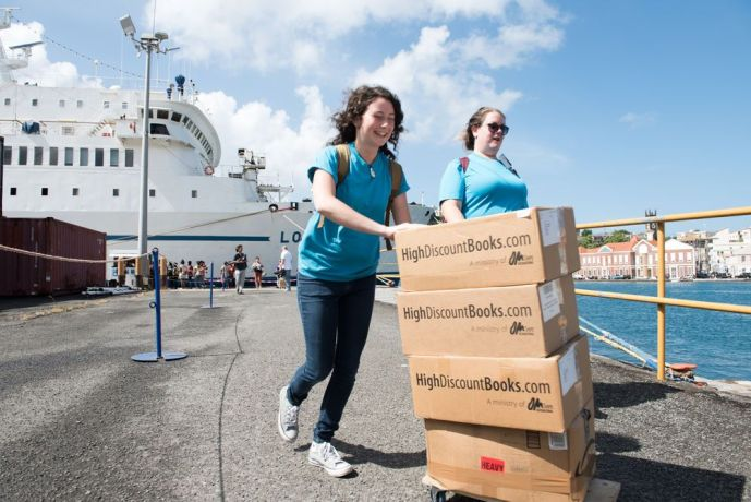 Grenada: Saint Georges, Grenada :: Abby Williams (Australia) and Alex Knipp (USA) bring boxes of books to donate to a library. More Info