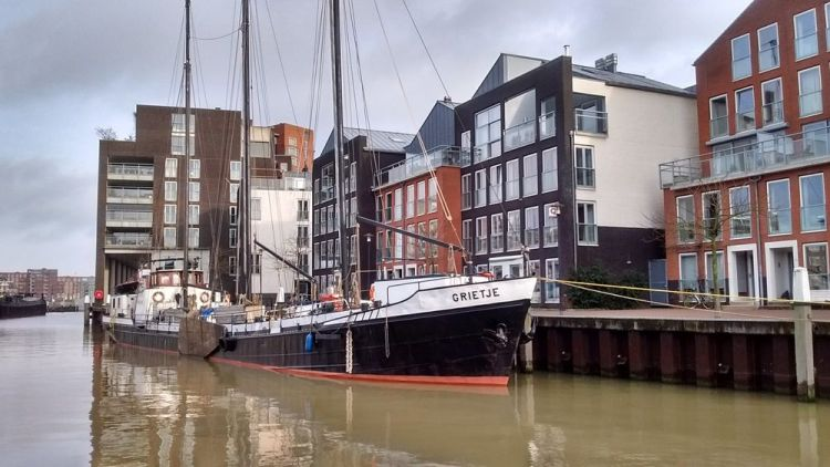 Netherlands: Riverboat community members encourage local believers who are struggling with their faith. More Info