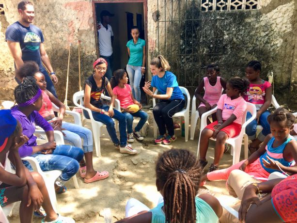 Colombia: Cartagena, Colombia :: Elaine Heuvel (USA) speaks to girls at an outreach to a village. More Info
