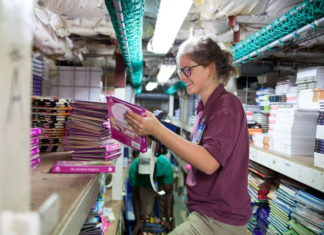 Colombia: Cartagena, Colombia :: Janina Betz (Germany) prices books in the bookhold. More Info