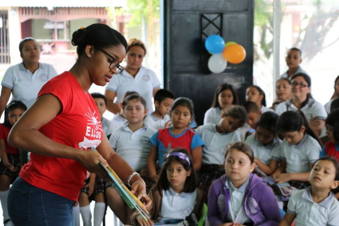 Guatemala: Puerto Barrios, Guatemala :: Nathaly Dania (Aruba) reads a Bible story to children in a library. More Info