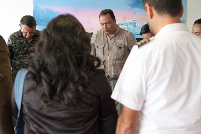 Guatemala: Puerto Barrios, Guatemala :: Regional Director of CBN Latin America Mario Bucaro prays. More Info