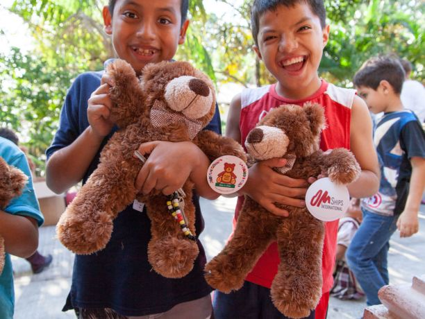 Guatemala: Puerto Barrios, Guatemala :: Children with new stuffed bears given to them by the Logos Hope team. More Info
