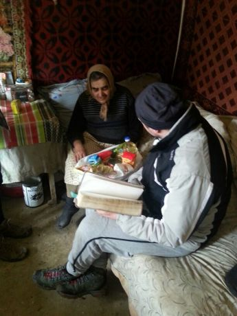 Romania: Fedea (MD), our MDT-e3 participant, bringing hope and a food package to an old woman in Romania, while visiting her home. More Info