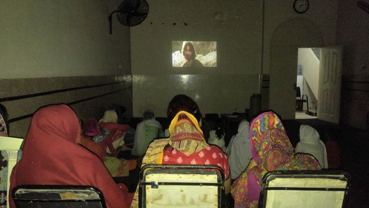 Pakistan: A gospel film is shown in Pakistan. More Info