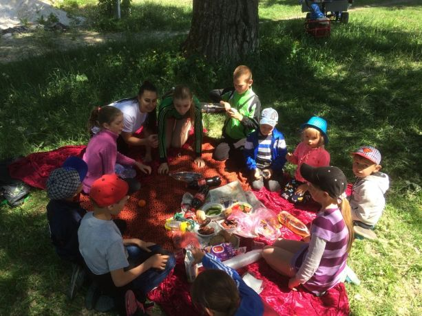 Ukraine: Sunday school club in Cherepashintsi, Vinnitsa province had its end of year picnic last week. They are still in desperate need of a local volunteer to take over this club. More Info