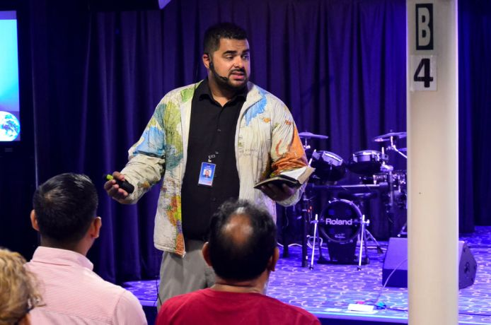 Mexico: Coatzacoalcos, Mexico :: Alex Paniagua (Costa Rica) encourages churches to engage in mission at a onboard church leaders event. More Info