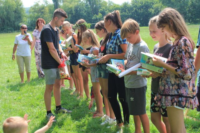 Ukraine: Bibles for fresh decisions for Christ during Vinnitsa village evangelism summer camps More Info