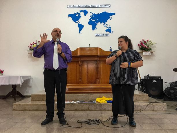 El Salvador: La Union, El Salvador :: Dan Potter (USA) preaches about missions at a church service while Vale Rios Galindo (Colombia) translates for him. More Info