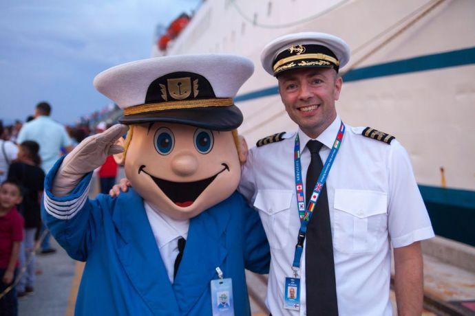El Salvador: La Union, El Salvador :: El Capitano and Captain Jon Helmsdal (Faroe Islands) greet visitors as they wait on the quayside to board Logos Hope. More Info