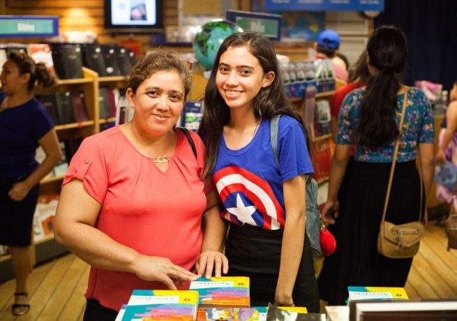El Salvador: La Union, El Salvador :: A mother and daughter browse for books together on board Logos Hope. More Info