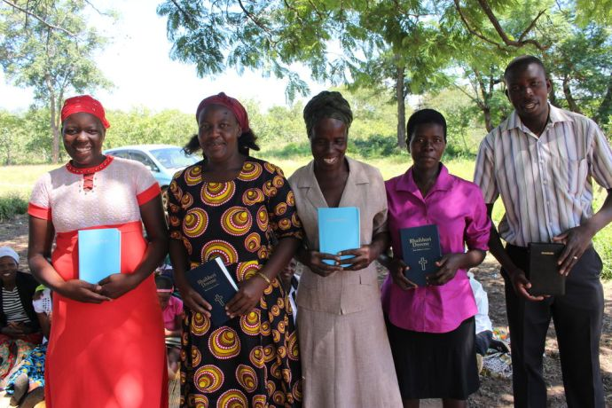 Zimbabwe: New church members receive Bibles from OM More Info