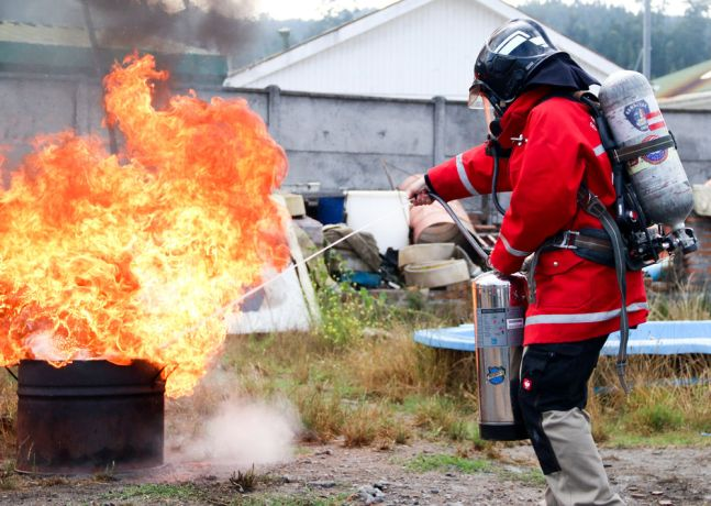Chile: Lirquén, Chile :: Crewmember trains to use an extinguisher. More Info