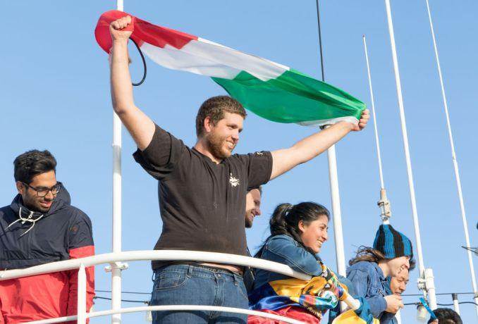 Chile: Punta Arenas :: Francesco Antonacci (Netherlands) wait the ships arrival on the deck 9. More Info