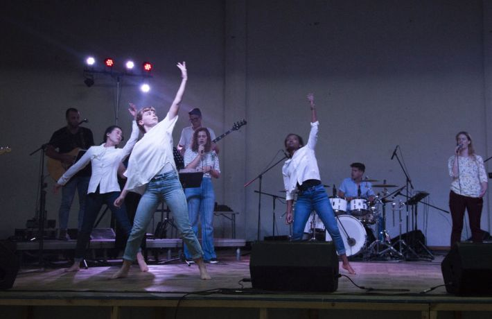 Chile: Lirquén, Chile :: Logos Hopes women dance during a concert for Chilean people. More Info