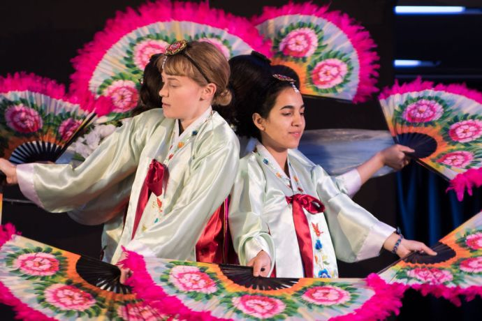 Chile: Bahia Blanca, Argentina :: The Korean Fan Dance dances during the official openning. More Info