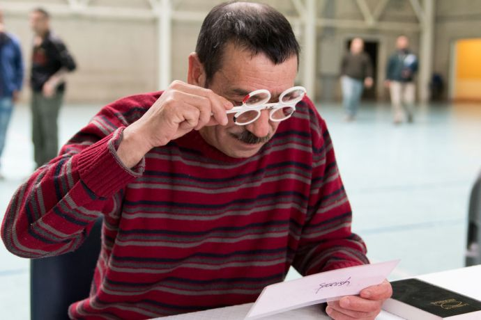 Chile: Punta Arenas, Chile :: A prisoner has his eyesight checked at an outreach. More Info