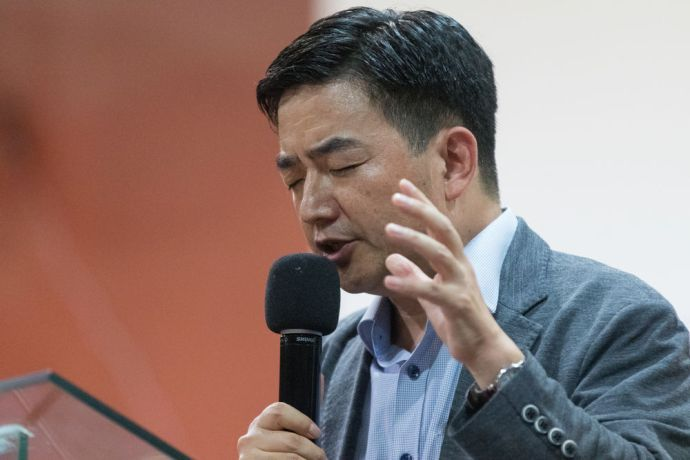 Argentina: Bahia Blanca, Argentina :: Pil-Hun Park (South Korea) prays as he addresses a church. More Info