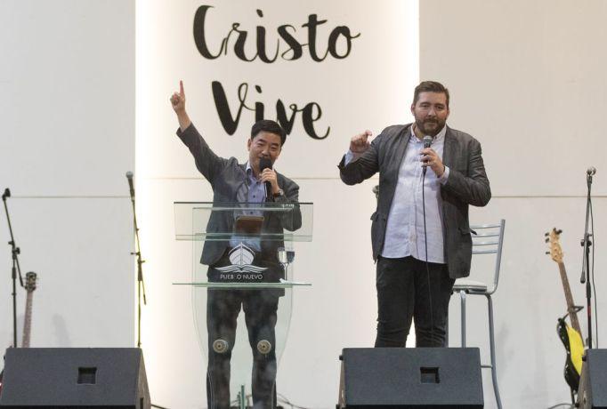 Argentina: Bahia Blanca, Argentina :: Pil-Hun Park (South Korea) preaches in a church as Juan David Echeverri (Colombia) translates. More Info