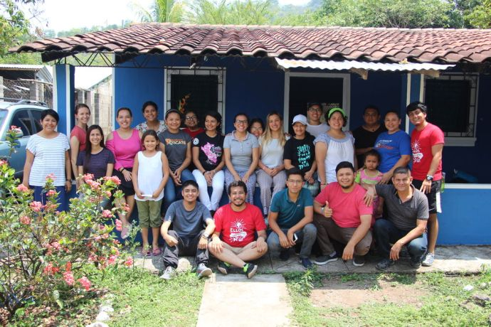 El Salvador: During Easter holidays a group of 25 Salvadoreans and 1 German, joined an outreach, this year themes was: Me comprometo, I will in english. More Info
