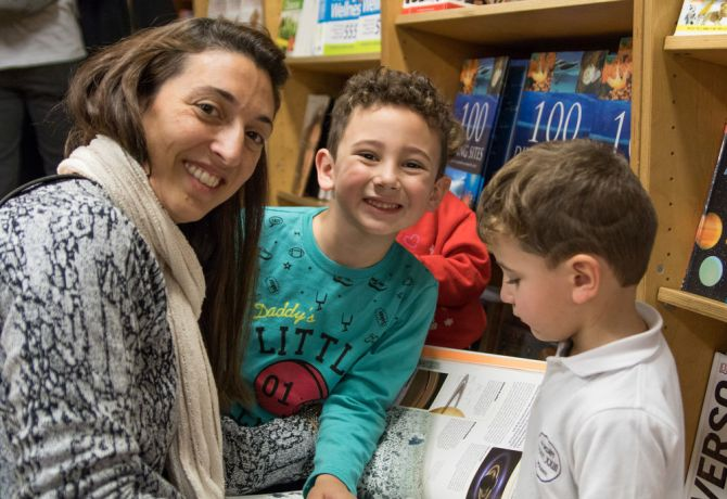 Argentina: Rosario, Argentina :: A mother and her children visit the bookfair. More Info