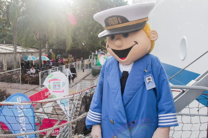 Argentina: Rosario, Argentina :: Logos Hopes mascot, El Capitano, welcomes visitors from the ships gangway. More Info