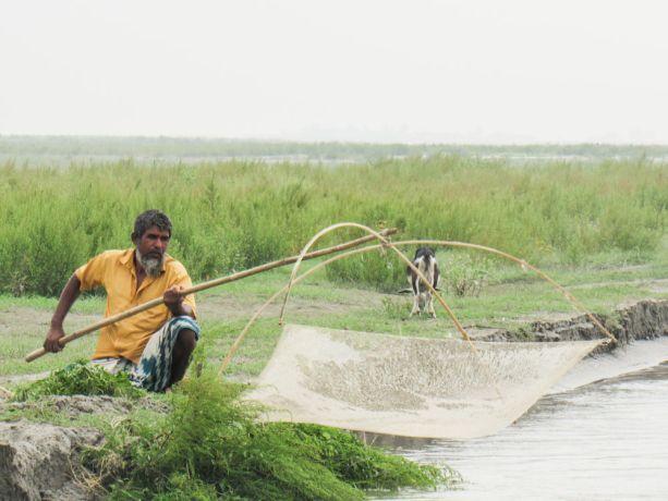 Bangladesh: Bangladesh :: A fisherman prepares his net. More Info