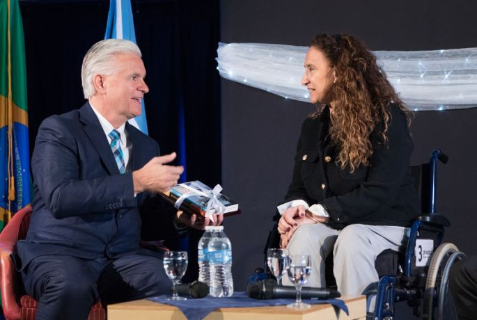 Argentina: Buenos Aires, Argentina :: Randy Grebe (United States) offers a gift to The Vice President of Argentina, Marta Gabriela Michetti during the Official Opening. More Info