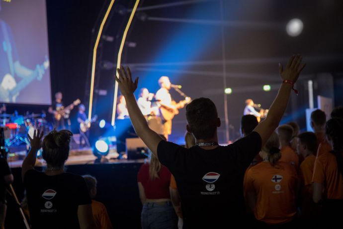 Germany: From deep base notes echoing through the speaker system, to the countries welcome video, to moments of voices lifted up in praise, the first Throne Room session of TeenStreet 2019 made a powerful impact on the participants. More Info