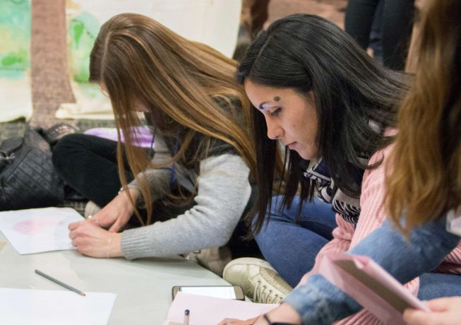Argentina: Mar del Plata, Argentina :: teenagers learn how to use art to evangelise during a CIMA event. More Info