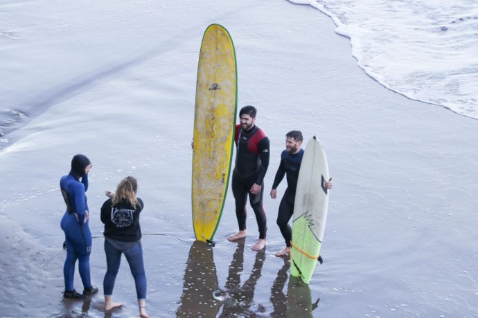 Argentina: Mar del Plata, Argentina :: Otabek Kazykhodzhaev (Western and Central Asia) and Riaan Grobler (South Africa) chat with a local surfer during a ministry day. More Info