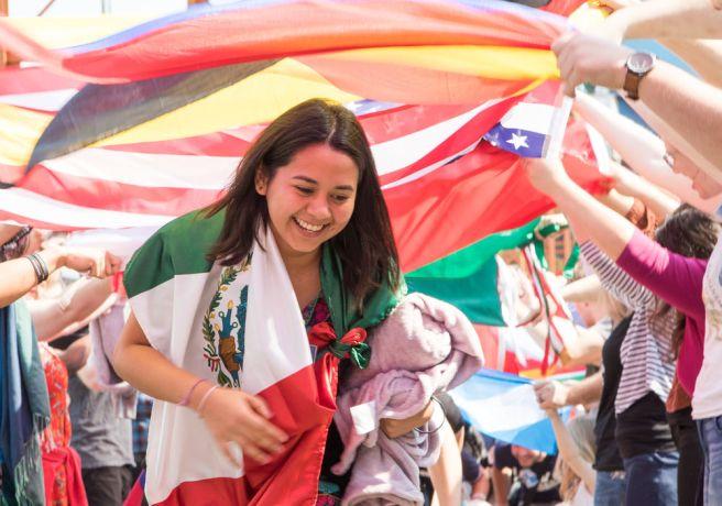 Brazil: Santos, Brazil :: Damaris Barena (Mexico) runs through the flag tunnel. More Info