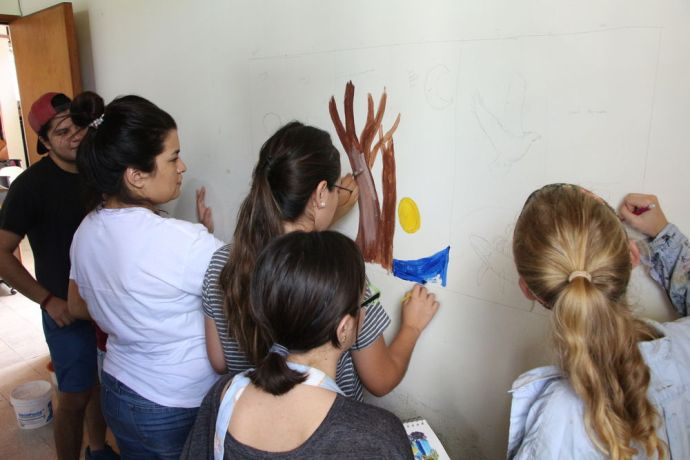 El Salvador: Madeline Jacobsen from the USA with OM volunteers doing a mural about Gods creation at Love Link More Info