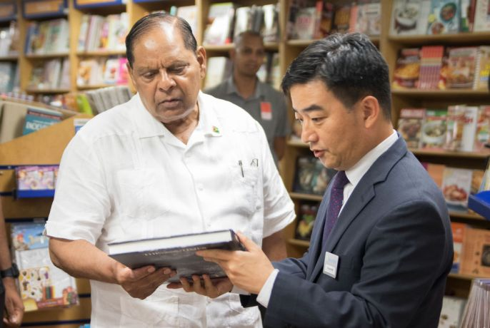 Guyana: Georgetown, Guyana :: Pil-Hun Park (South Korea) gives a tour of the bookfair to Guyanas prime minister. More Info
