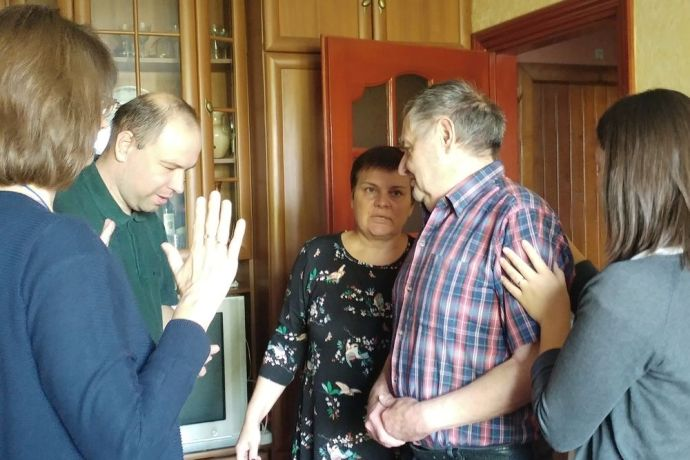 Ukraine: A Jewish man in western Ukraine prays with the OM team to receive Jesus into his life. More Info