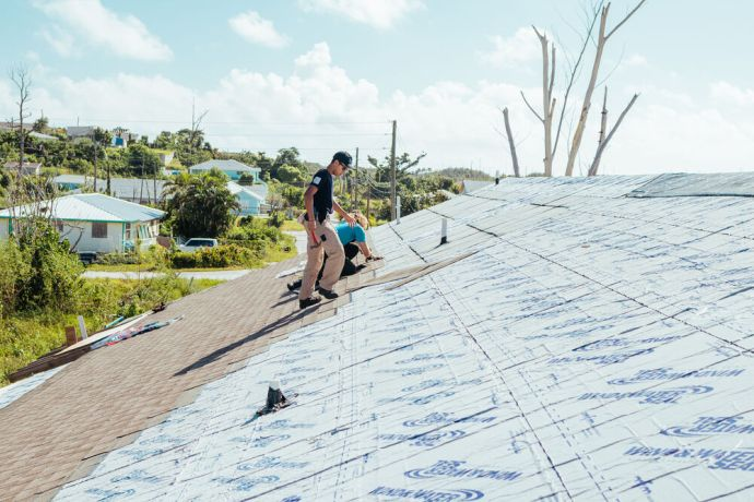 Bahamas: Abaco, Bahamas :: A Logos Hope team helps fix rooftops in Abaco in partnertship with Pacific Hope. More Info