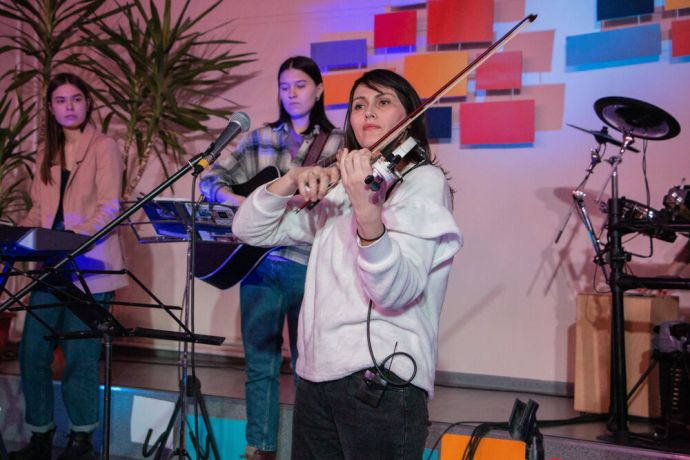 Russia: Young women leading worship at the first ever TeenStreet conference held in Russia at the beginning of 2021. More Info