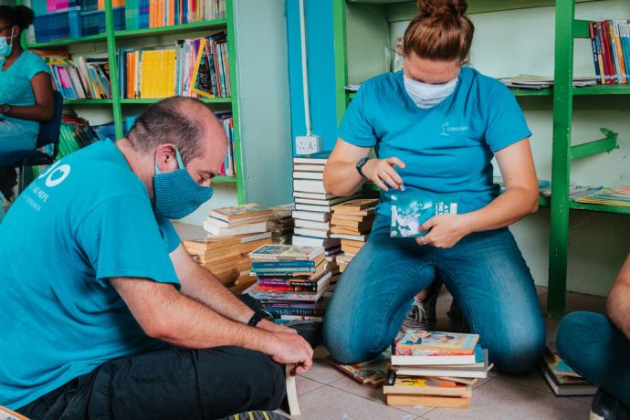 Saint Vincent & the Grenadines: Kingstown, Saint Vincent and the Grenadines :: David Frisby (UK) and Rachel Wadsworth (UK) organise and tag books at a local schools library. More Info