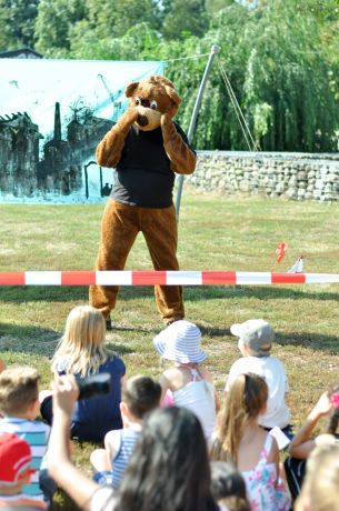 Germany: Insel-Bär interacting with kids. More Info
