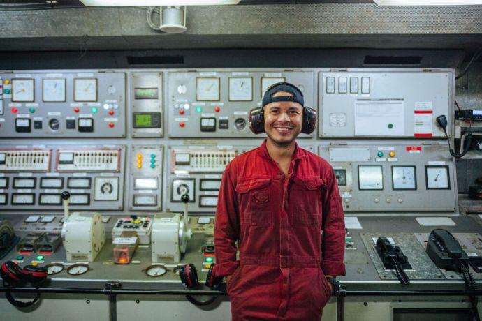 Ships: OM Ships :: Jareht Gradiz (Nicaragua) works in the engine room on board Logos Hope. More Info