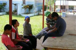 An OMer from Panama explains to four young boys that God wants to transform their lives. Only the Lord can heal the wounds of their past.