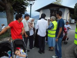 Participants talking with Arab tourists in Zell am See / Austria, during the Salamu Aleikum outreach