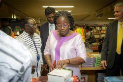 Tema, Ghana :: Her Excellency Mrs Matilda Amissah-Arthur, the Second Lady of Ghana, chooses books on board Logos Hope.
