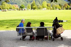Two outreach team members share the Good News with tourists from the Arabian Peninsula in Switzerland. Photo by Anja B.