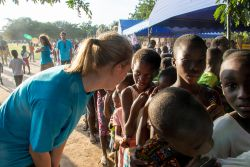 Tema, Ghana :: Mareike Fritschen (Germany) interacts with Ghanaian children during a Logos Hope team visit to their village.